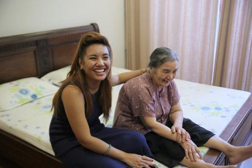 vietnam idol: nguoi dep philippines bat khoc khi ve ben me chong viet - 7
