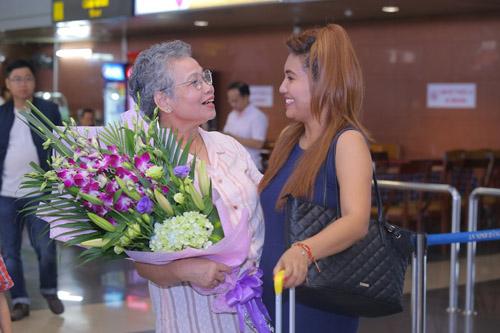 vietnam idol: nguoi dep philippines bat khoc khi ve ben me chong viet - 5