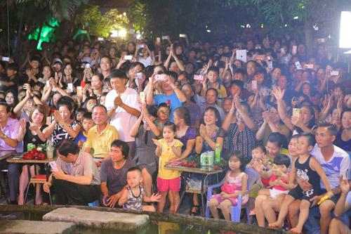 vietnam idol: nguoi dep philippines bat khoc khi ve ben me chong viet - 13