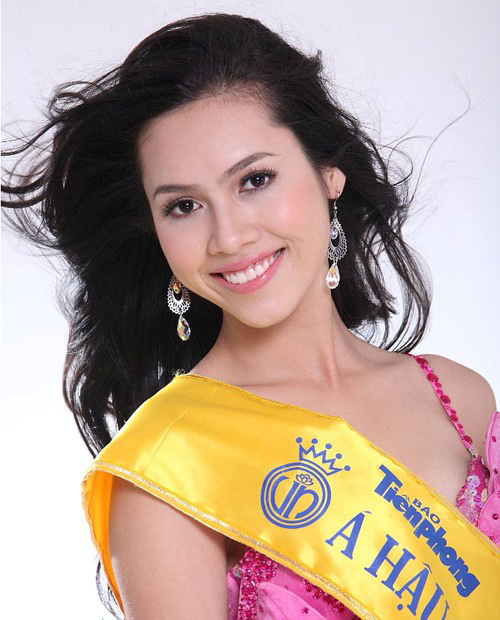 "hanh trinh ""ru bo"" danh a hau cua my nhan noi loan nhat showbiz - 1"