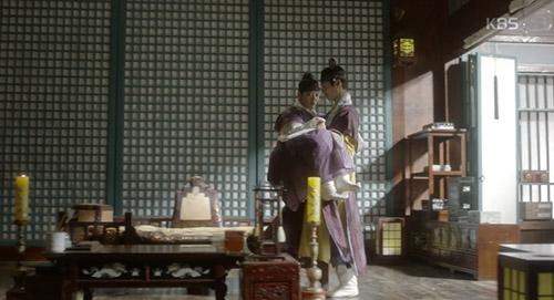 may hoa anh trang tap 12: bo gum bi chem trong thuong vi cuu yoo jung - 12