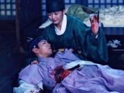 Phim - Mây họa ánh trăng tập 12: Bo Gum bị chém trọng thương vì cứu Yoo Jung