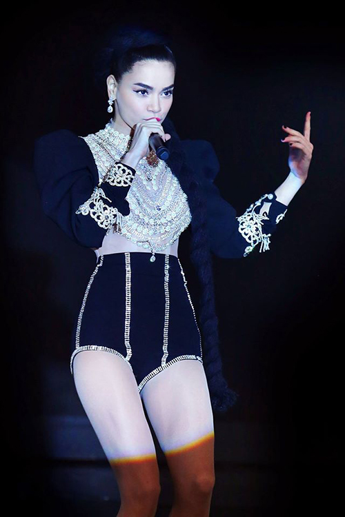 "vn next top model: ly qui khanh bien mat khoi ghe nong vi ""bat ca hai tay""? - 4"