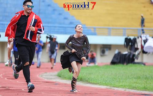 "vn next top model: ly qui khanh bien mat khoi ghe nong vi ""bat ca hai tay""? - 8"