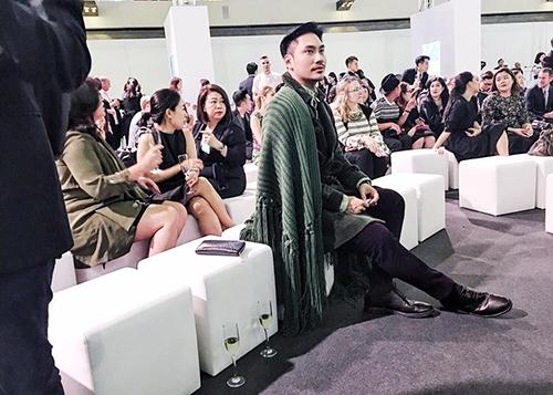 "vn next top model: ly qui khanh bien mat khoi ghe nong vi ""bat ca hai tay""? - 9"
