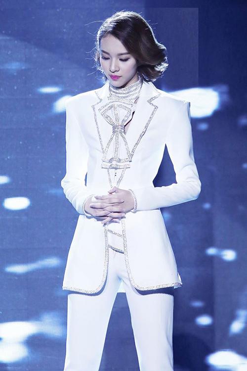 "vn next top model: ly qui khanh bien mat khoi ghe nong vi ""bat ca hai tay""? - 6"