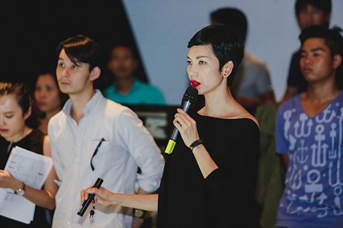 lan khue, mai ngo cung nhau tap catwalk chuan bi dien elle show - 9