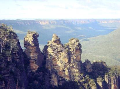 Kỳ lạ dãy núi Ba chị em - 2
