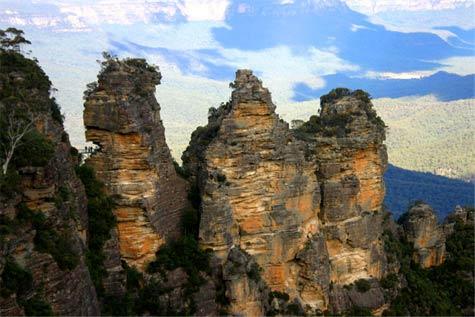 Kỳ lạ dãy núi Ba chị em - 1