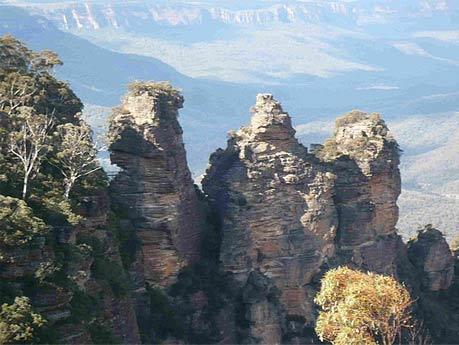Kỳ lạ dãy núi Ba chị em - 4