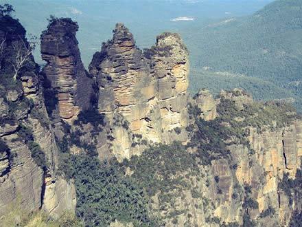 Kỳ lạ dãy núi Ba chị em - 5
