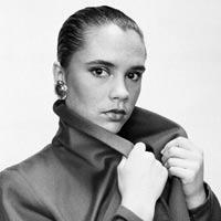Vẻ đẹp lạnh lùng tuổi 17 của Victoria Beckham