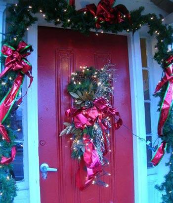 Ấm áp Giáng sinh từ ngoài cửa - 1