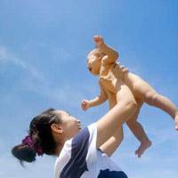 Trẻ sơ sinh có nên kiêng nắng gió?