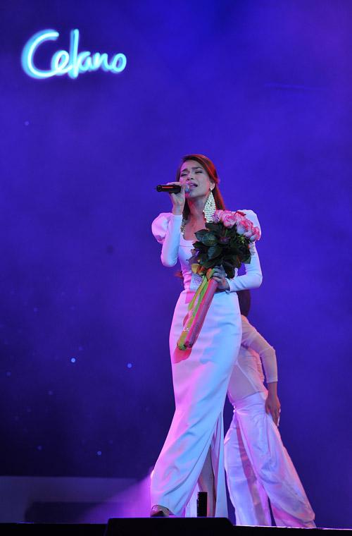 Top 10 mỹ nhân Việt mặc đẹp nhất năm 2010 - 1