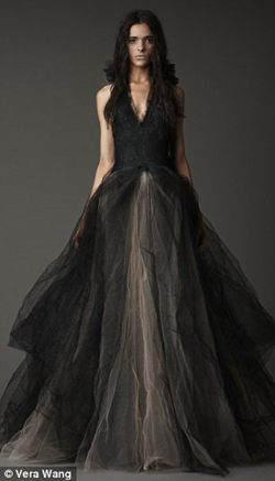 Váy cưới màu đen - xu hướng thời trang mới - 1