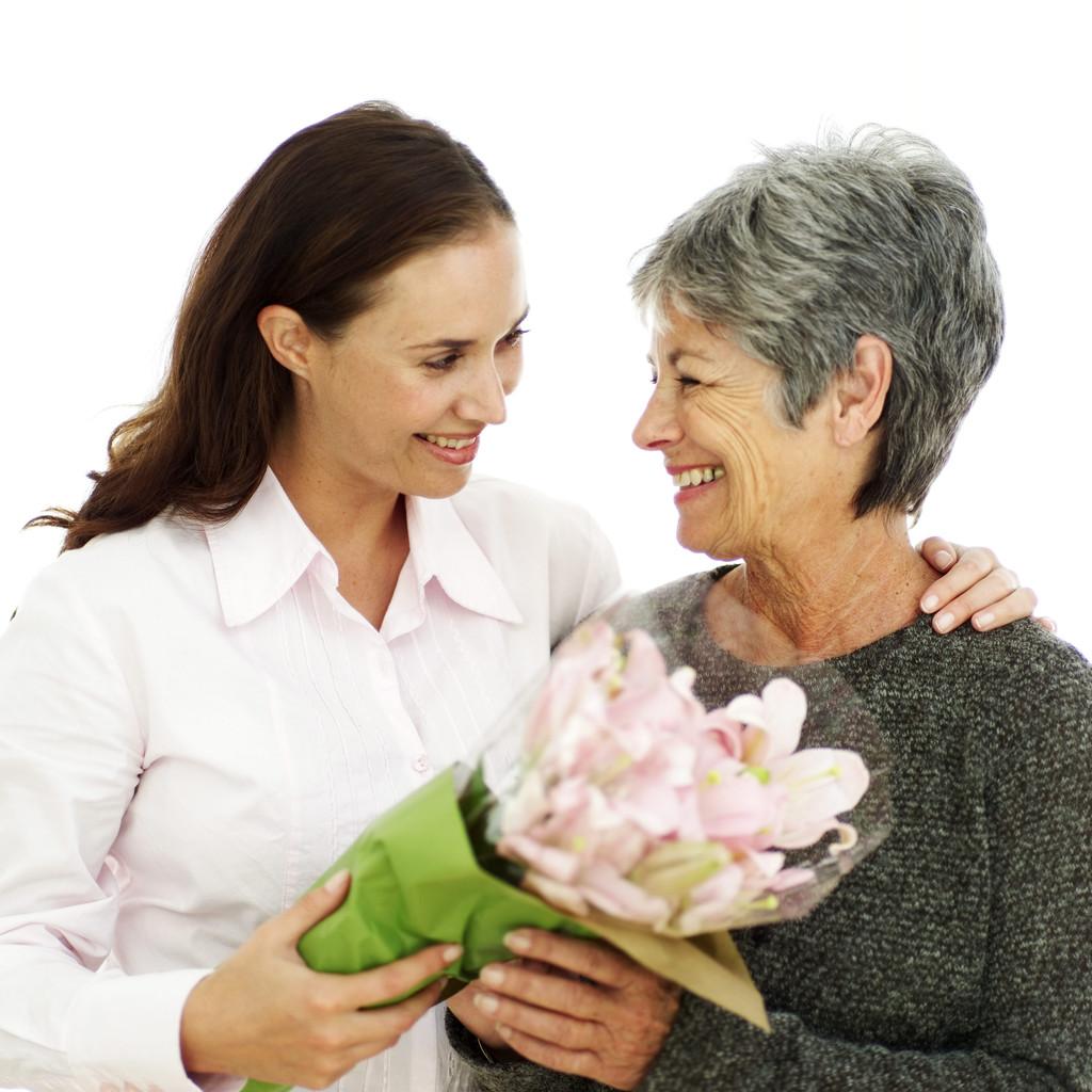 20/10: Chọn quà tặng mẹ nặng lòng biết ơn - 1