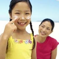 Cùng con gái tuổi dậy thì chăm sóc 'tam giác vàng'