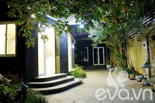 """Khoe nhà: Biệt thự xinh có vườn siêu """"lung linh"""" - 8"""