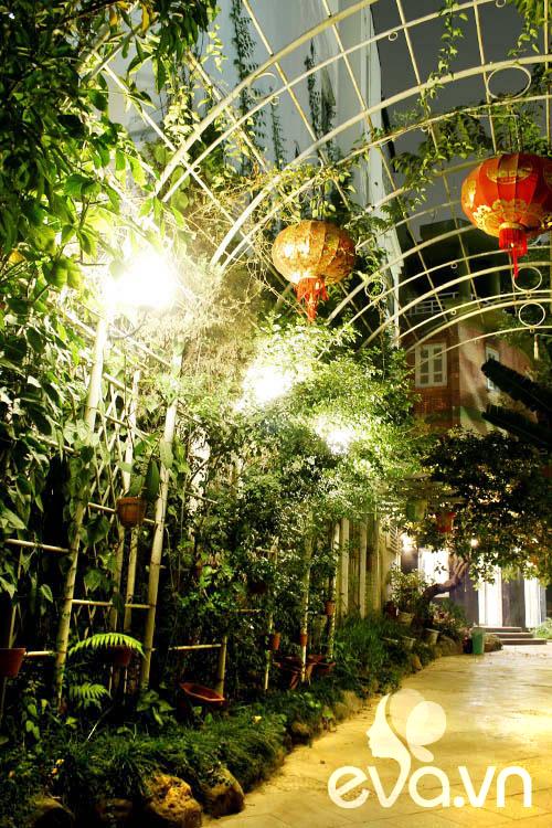 """Khoe nhà: Biệt thự xinh có vườn siêu """"lung linh"""" - 2"""