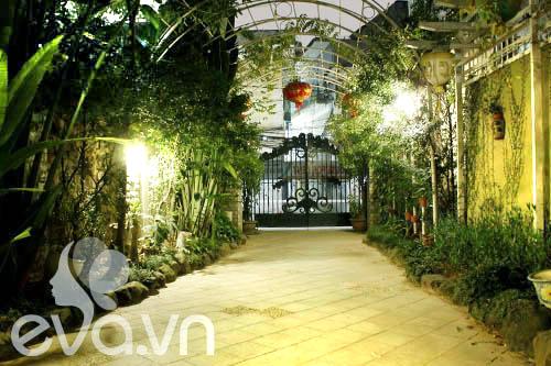 """Khoe nhà: Biệt thự xinh có vườn siêu """"lung linh"""" - 4"""