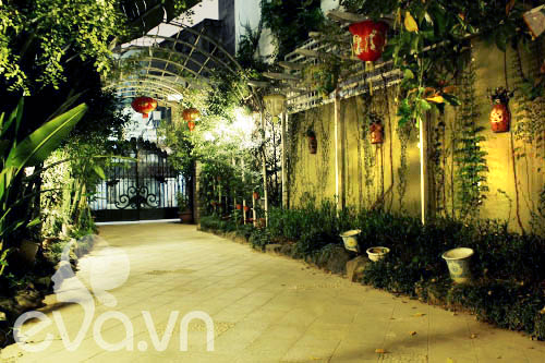 """Khoe nhà: Biệt thự xinh có vườn siêu """"lung linh"""" - 5"""