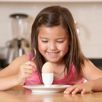 Trứng vịt lộn; óc lợn có tốt cho trẻ?