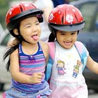Hướng dẫn cách chọn mũ bảo hiểm cho trẻ nhỏ