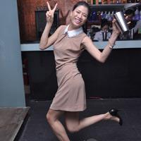 Trang Trần sành điệu với váy cổ Peter Pan đính đá