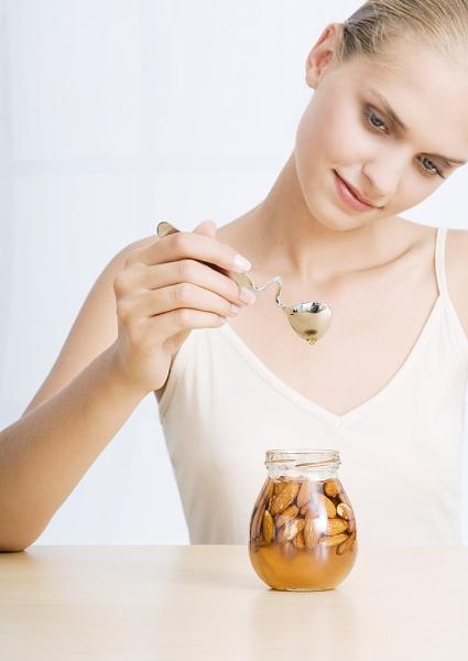 Bí quyết chăm sóc da mặt với mật ong - 3