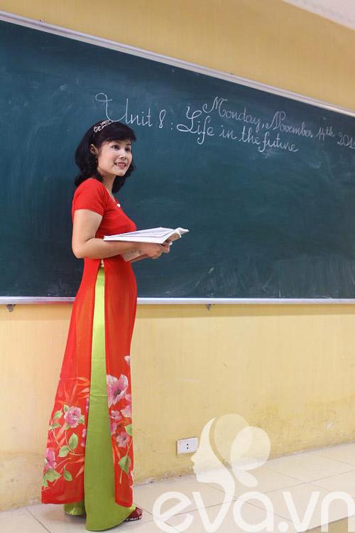 Cô giáo 'tuổi băm' xinh tươi với áo dài colorblock - 1