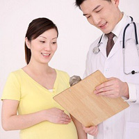 Bị chuột rút khi mang thai cần làm gì?