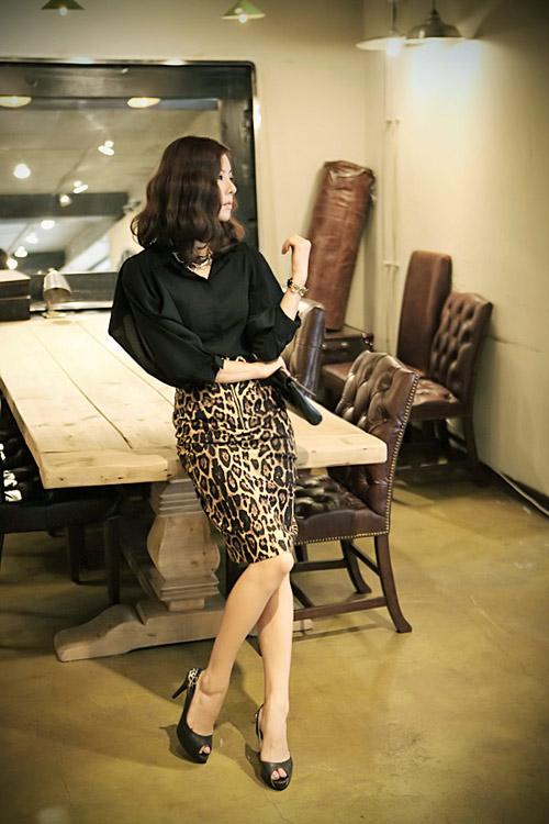 Phối đồ sành điệu với chân váy da báo - 6