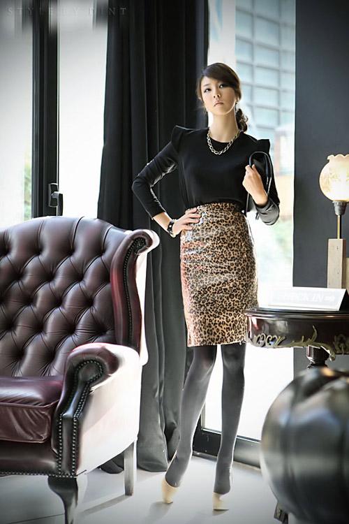 Phối đồ sành điệu với chân váy da báo - 7