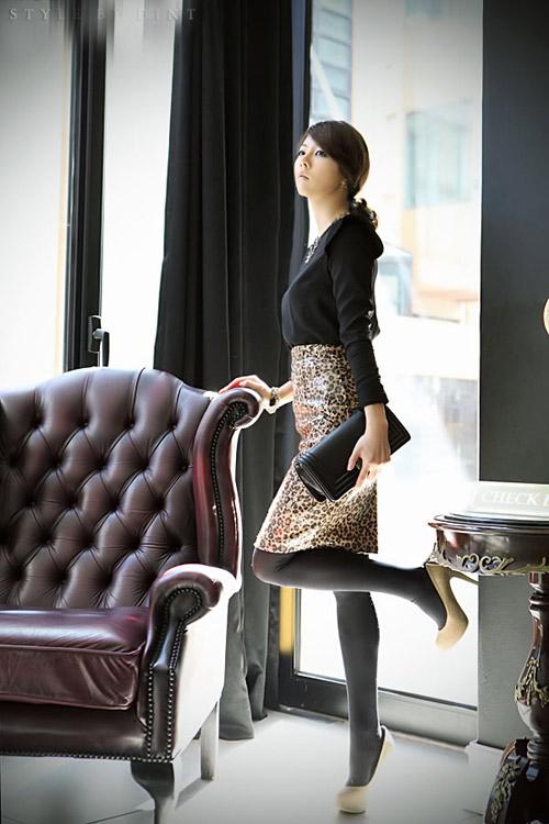Phối đồ sành điệu với chân váy da báo - 9