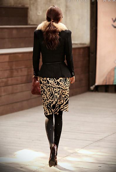 Phối đồ sành điệu với chân váy da báo - 16