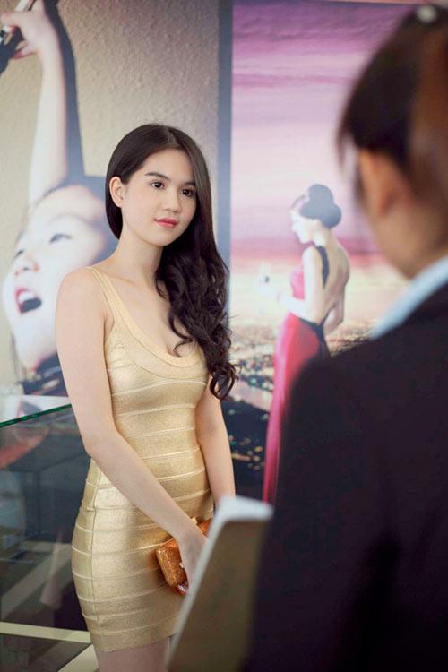3 kiểu váy sao Việt 'đua nhau mặc' năm 2011 - 21