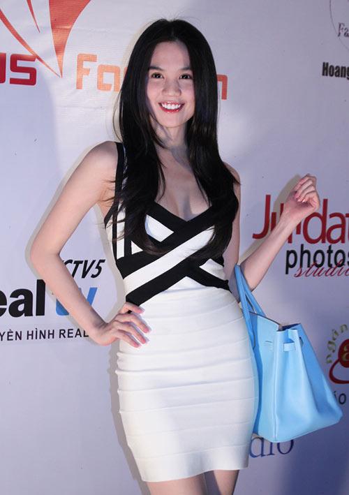 3 kiểu váy sao Việt 'đua nhau mặc' năm 2011 - 22