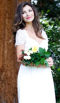 Váy cưới cho bà bầu đẹp 'ngả nghiêng' - 18