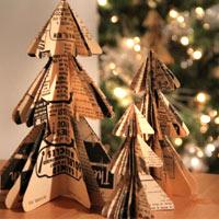 Tự làm cây thông Noel xinh xinh bằng báo cũ