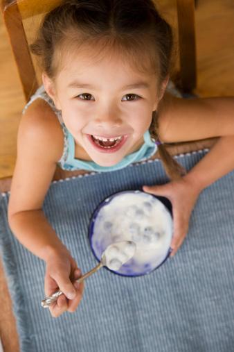 Lưu ý đặc biệt khi cho trẻ ăn sữa chua - 1