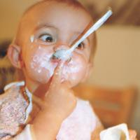 Lưu ý đặc biệt khi cho trẻ ăn sữa chua