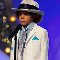 Nhảy giống Michael Jackson, bé trai 'nổi như cồn'