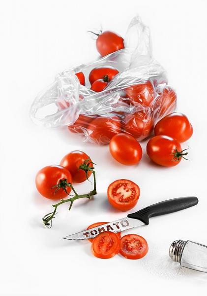 """""""Đánh bay"""" mụn và vết thâm nhờ cà chua - 1"""