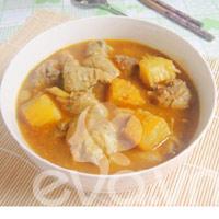Gà nấu cà ri nóng hổi mùa thu