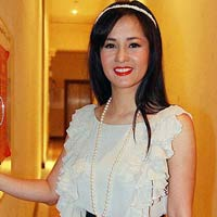 Hng Nhung: Trn trng tng giy bn con