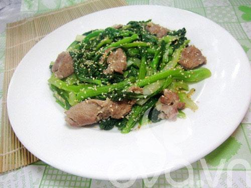 Ngon cơm thịt xào ngồng cải - 8
