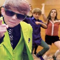 Bé 9 tuổi 'chế' Gangnam style cực hài