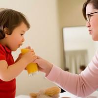 Khi nào bé uống được nước trái cây?