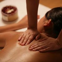 """Theo chân quý bà đi """"massage sung sướng"""""""